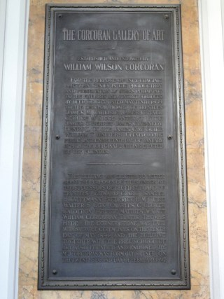 A plaque commemorating the founding of the Corcoran Gallery and School (photo by Daderot/Wikimedia Commons)