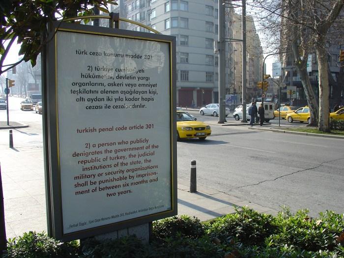 """Ferhat Özgür, """"I Love You 301"""" (2007), public art project, Radikal Art"""