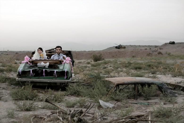 "Gohar Dashti, ""Untitled #5"" from the series 'Today's Life and War' (2008), chromogenic print, 27 5/8 x 41 3/8 in (image courtesy the artist, Azita Bina, and Robert Klein Gallery, Boston; © Gohar Dashti)"