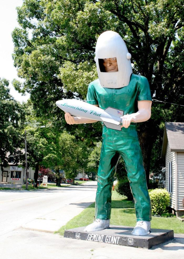 The Gemini Giant in Wilmington, Illinois (photo by Studiofox/Wikimedia)