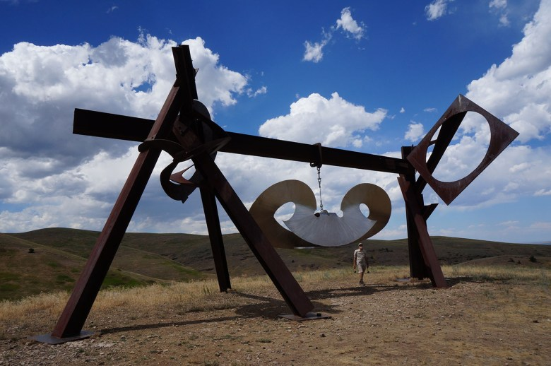 """Mark di Suvero, """"Beethoven's Quartet"""" (2003, steel and stainless steel, 24 9/16 x 30 x 23 1/4 ft)"""