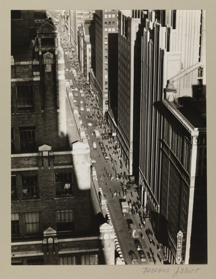 "Berenice Abbott, ""Seventh Avenue, looking north from 35th Street"" (December 5, 1935), gelatin silver print (courtesy Museum of the City of New York, Museum Purchase with funds from the Mrs. Elon Hooker Acquisition Fund)"