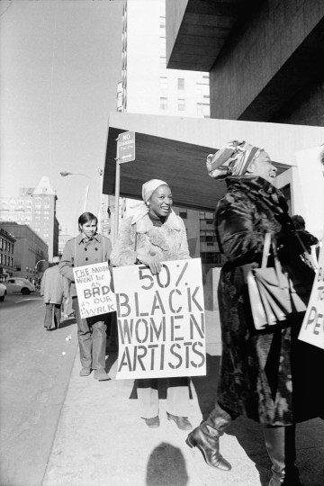 """Jan van Raay, """"Faith Ringgold (right) and Michele W allace (middle) at Art Workers Coalition Protest, Whitney Museum"""" (1971), digital C-print, courtesy of Jan van Raay, Portland, Oregon (© Jan van Raay)"""