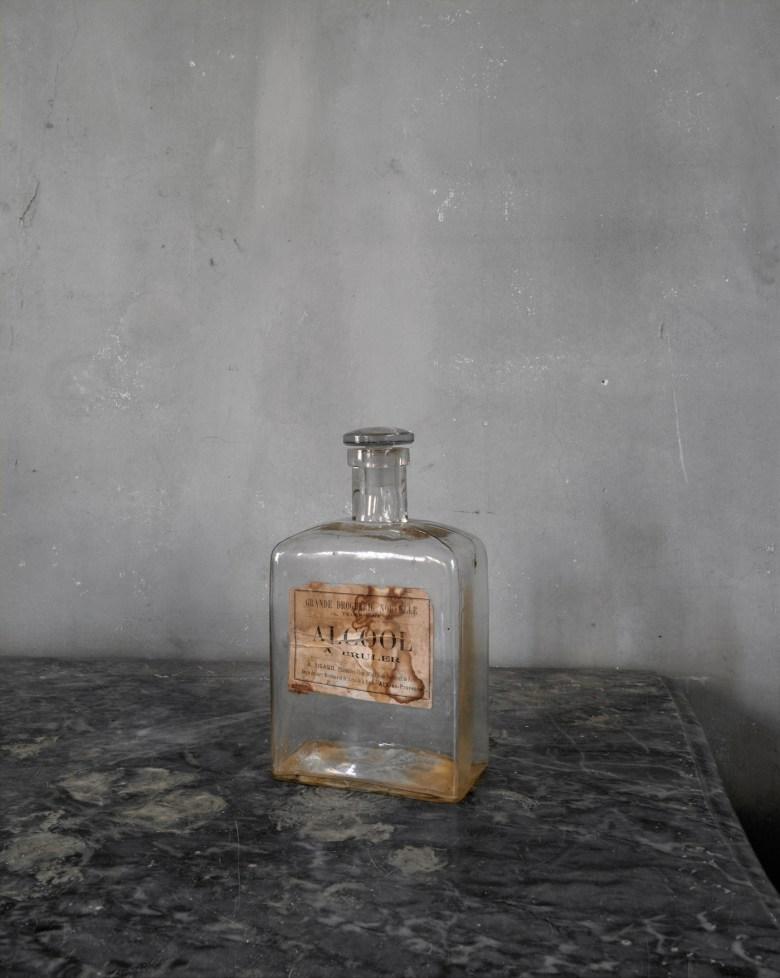 "Joel Meyerowitz, ""Bottle"" (2013) from <em srcset="