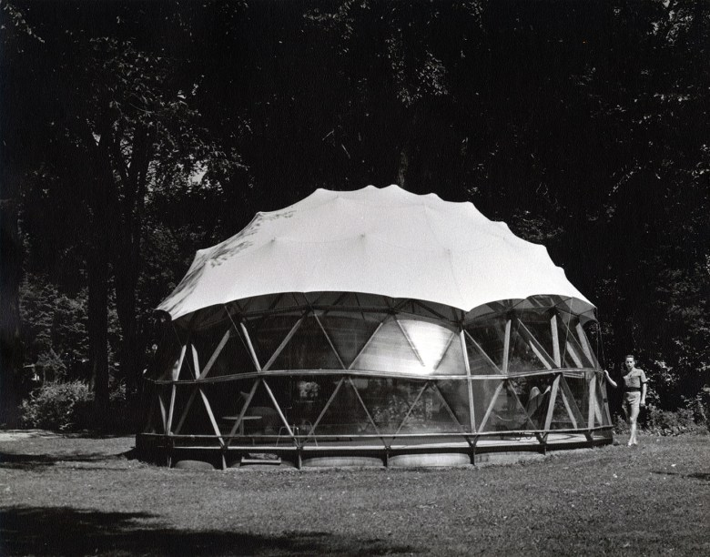 Geodesic dome, Skybreak, constructed on the banks of Lake St. Louis, Beaurepaire QC (Summer 1951) (Jeffrey Lindsay/Fuller Research Foundation Canadian Division, photo by Jeffrey Lindsay, courtesy Canadian Architectural Archives, the University of Calgary)