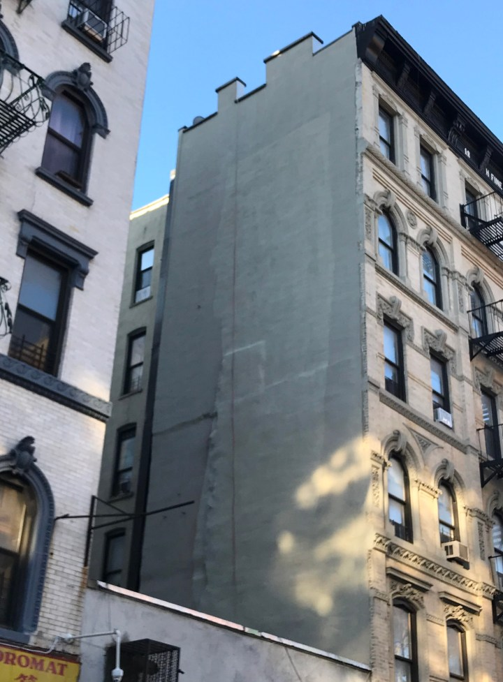 Carolina Falkholt's mural at 303 Broome Street after it had been painted over (photo by Benjamin Sutton/Hyperallergic)