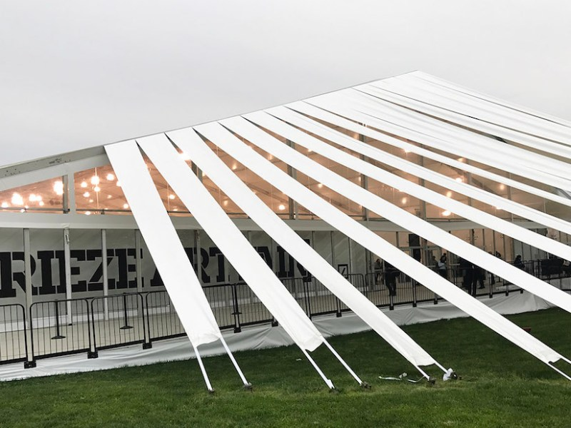 Frieze New York's tent (photo by the author for Hyperallergic)