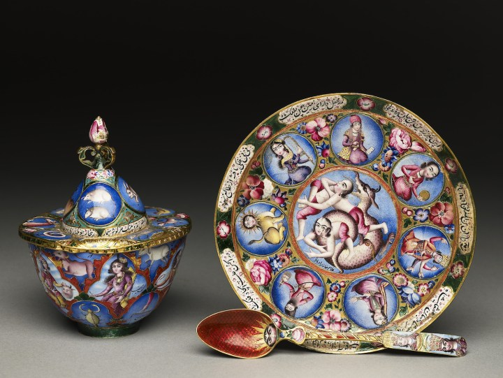 Signed by Baqir, Coffee service with astrological decoration, Iran, Tehran (early 19th century), gold, champlevé enamel, Oxford, Ashmolean Museum (© Ashmolean Museum, University of Oxford)