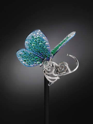 'Papillon' ring designed by Glenn Spiro (© Victoria and Albert Museum, London)