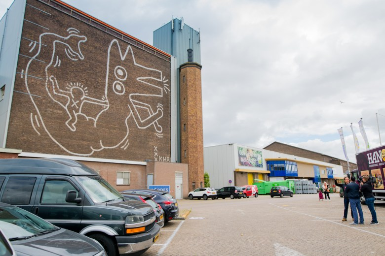 Keith Haring's recently uncovered Amsterdam mural (photo by Hanna Hachula, courtesy the Stedelijk Museum)
