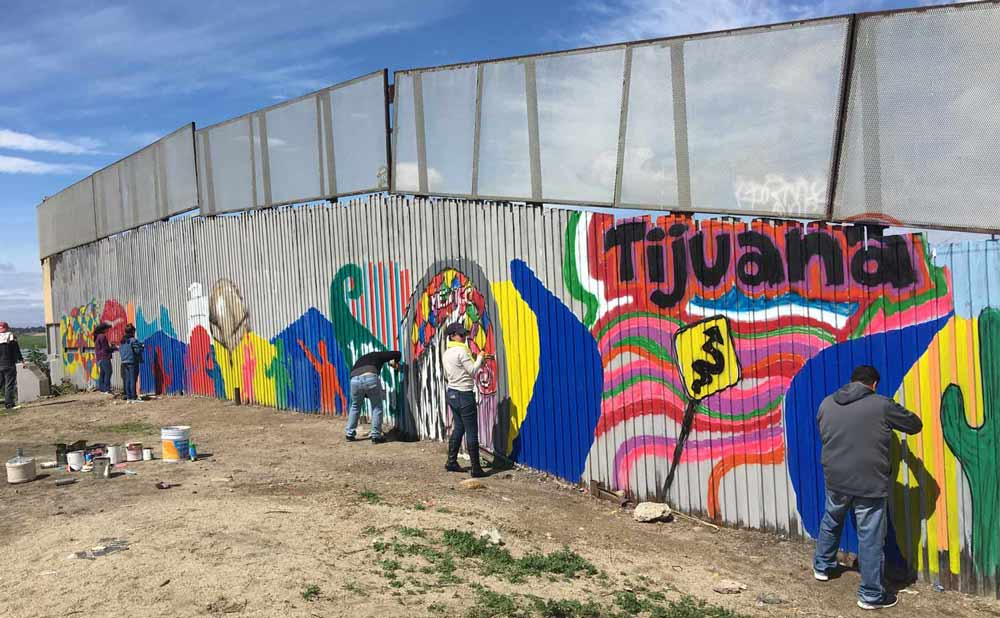 """3,800 Volunteers Have Joined an Artist to Challenge Trump's Idea of a """"Big, Beautiful Wall"""" on the US–Mexico Border"""