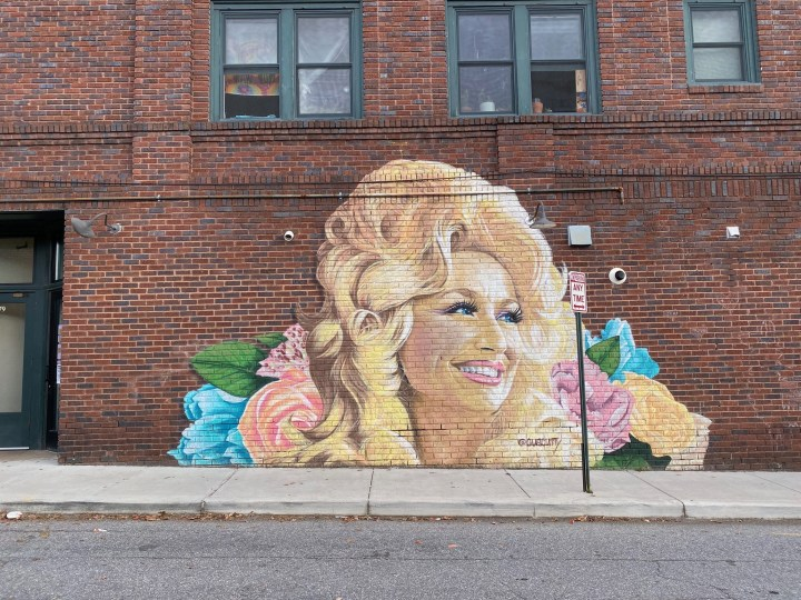 A Dolly Parton Statue Might Be Coming to Nashville, Tennessee
