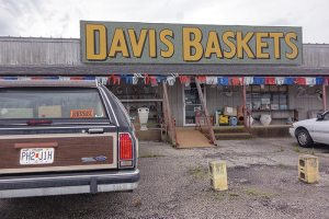 The Basket's King's long emporium is on the south side of highway 54, about 10 miles west of Camdenton, Missouri. This is a road traveled by many Lake of the Ozarks tourists. (click to enlarge)
