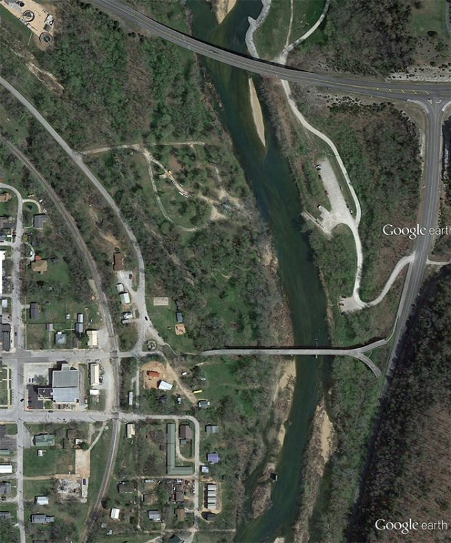 The very unusual Y Bridge is readily detectable in this Google Earth satellite image. To the north is the new very sound, but less aesthetic bridge that crosses the James River on Missouri Route 76. After photographing the Y Bridge I wandered south from the west, Galena side of the old bridge.