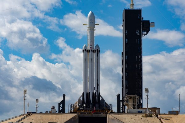 nasa picks spacex falcon heavy for 332m mission to launch lunar gateway components in 2024 hyperedge embed image