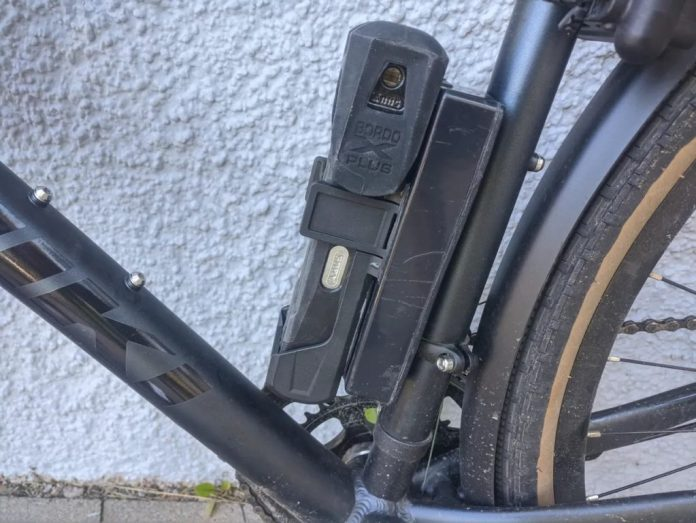 diy gps tracker helps you locate your stolen bike hyperedge embed image