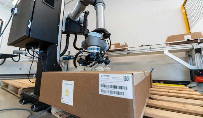 Collaborative robot taking boxes from a conveyor and placing them on a pallet.