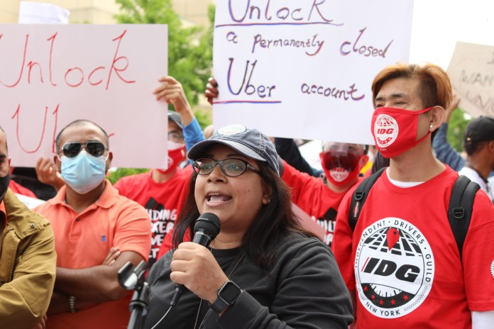 rideshare drivers gather in nyc in hopes of unionizing 2 hyperedge embed image