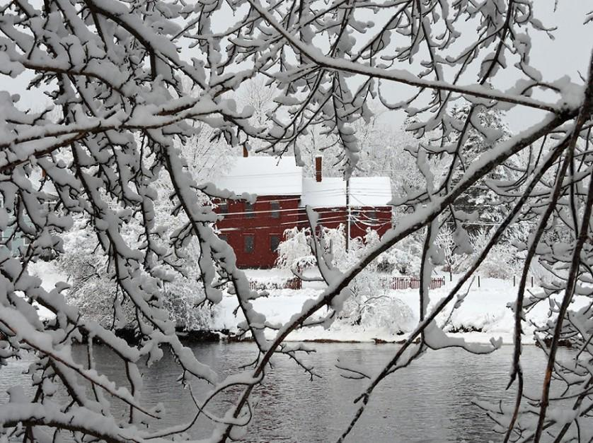 casas-solitarias-cobertas-de-neve-10