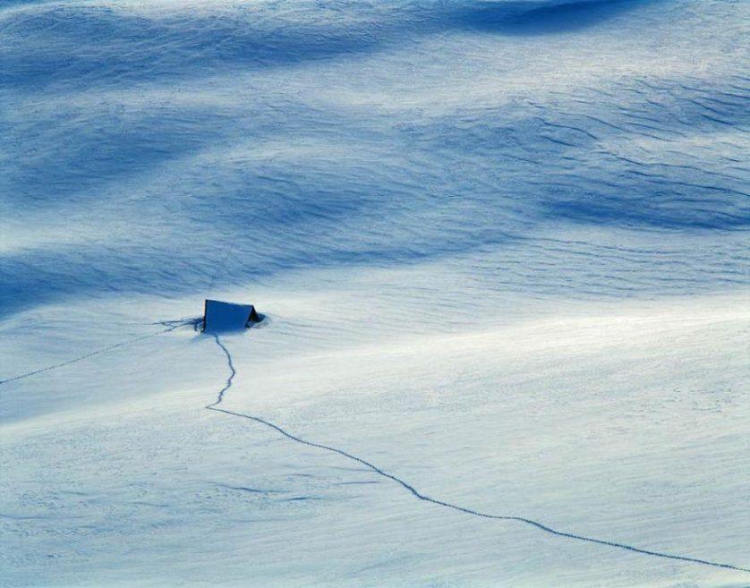 casas-solitarias-cobertas-de-neve-2