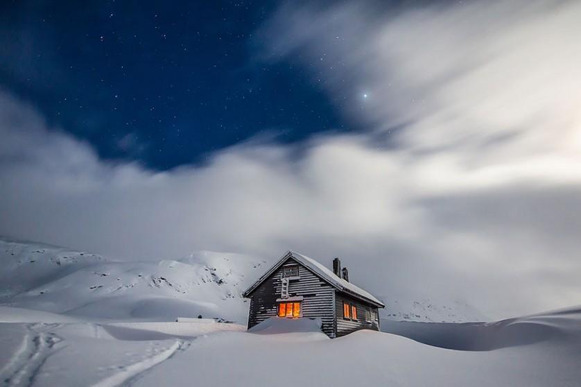 casas-solitarias-cobertas-de-neve-36