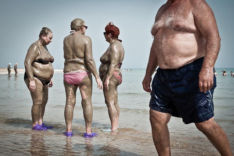 """""""Buscadores da Eterna Juventude"""", menção honrosa, foi uma imagem feita no Mar Morto, em Israel, por Nick Riley"""