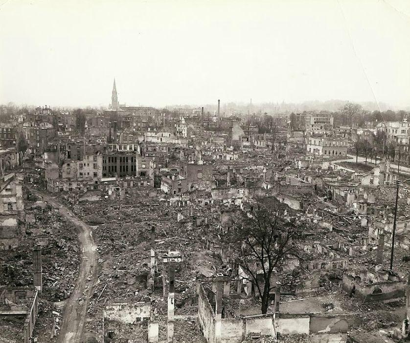 Mais destruição de cidade alemã.