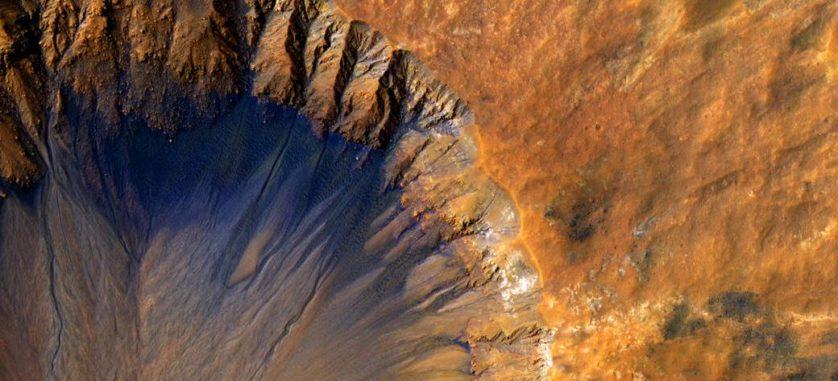 água em marte crateras
