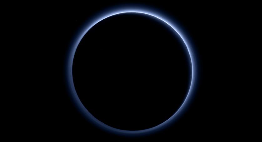 Atmosfera azul de Plutão