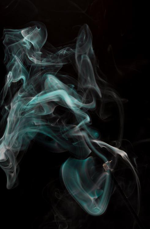 Der Raucher und die Schlange - Rauch als Symbolbild