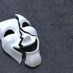 zerbrochene maske Lebst du dein Leben hinter Maske verstecken