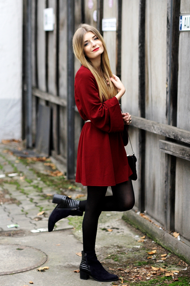 Rotes kleid outfit