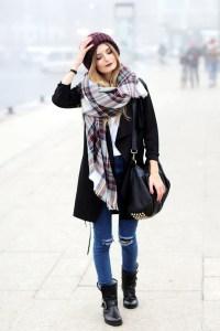 Auf ihrem Modeblog zeigt Bloggerin Laura ein gemütliches Herbstoutfit.