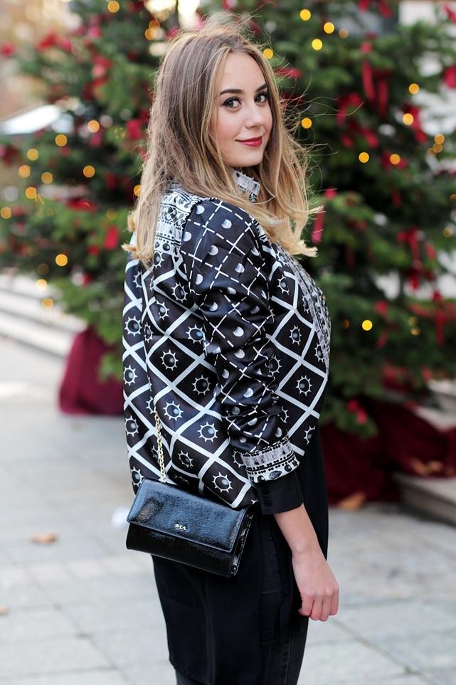 Auf dem deutschen Modeblog aus Frankfurt gibt Streetstyles und Winter Looks. German Fashion Blogger Helena zeigt in einem Winteroutfit, wie sie einen langen Mantel kombiniert.