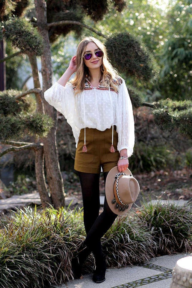 Deutscher-Modeblog-German-Fashion-Blog-Outfit-Boho-Look-Bluse-Shorts-1