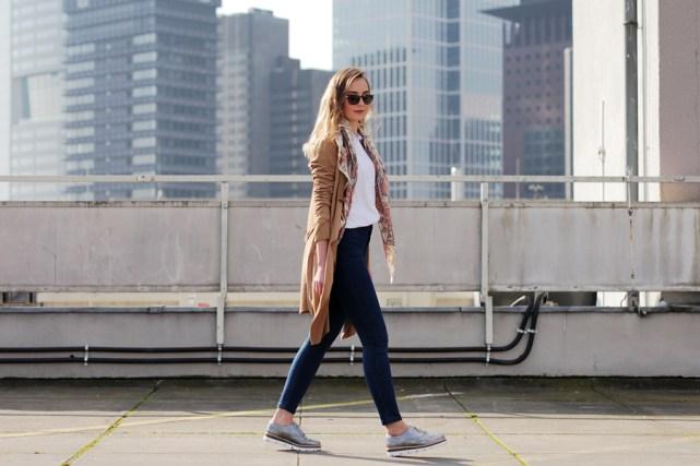 Deutscher-Modeblog-German-Fashion-Blog-Outfit-brauner-Mantel-Schal-3