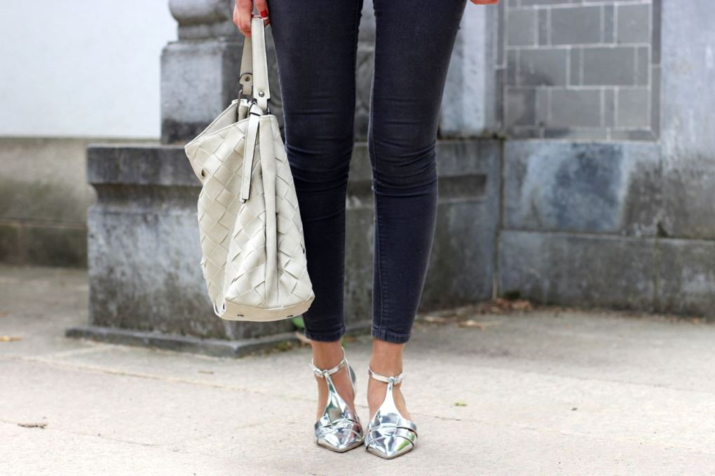 Modeblog-German-Fashion-Blog-Outfit-Lederjacle-Jeans-Sandalen-14