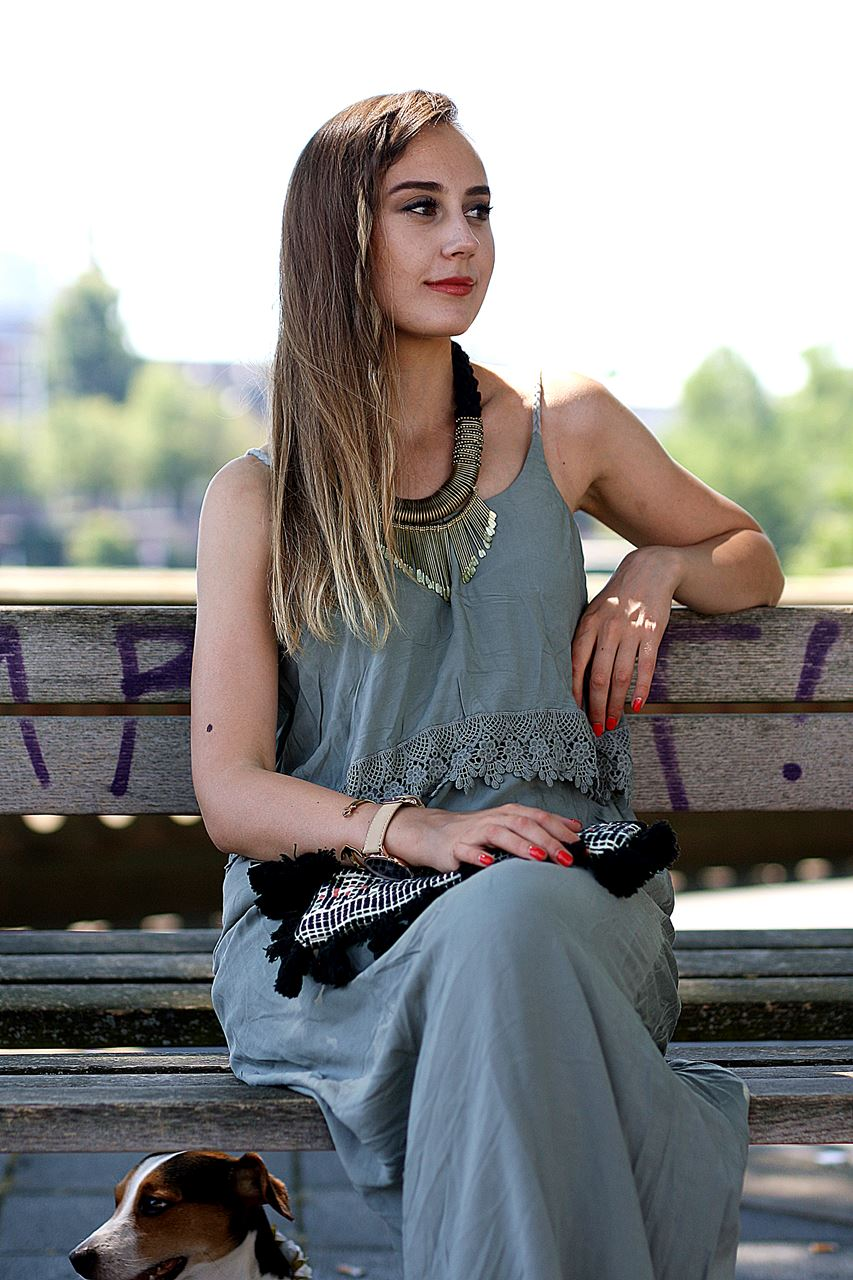 Modeblog-German-Fashion-Blog-Outfit-Maxikleid-Clutch-7