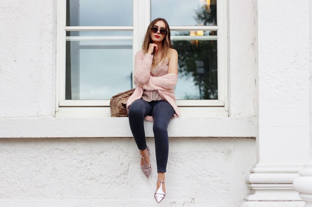 Modeblog-German-Fashion-Blog-Outfit-Rosa-Cardingan-Jeans-Look-4