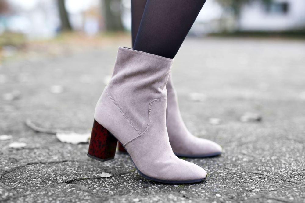 modeblog-german-fashion-blog-outfit-bluemchenkleid-fake-fur-weste-10