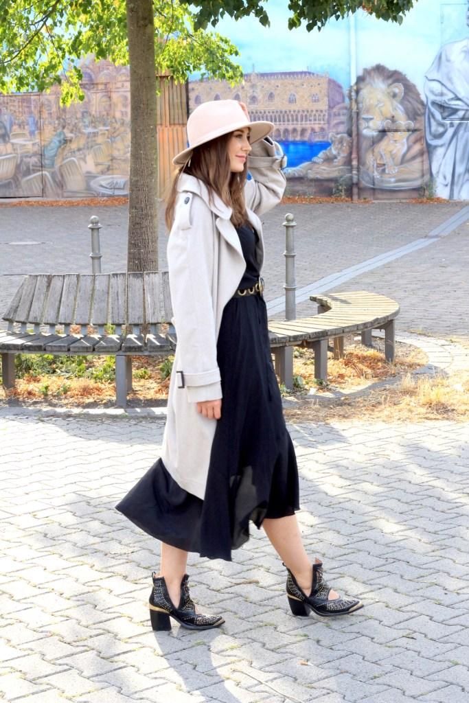 Herbst Outfit 2020 mit Falconeri Kaschmirmantel, Seidenkleid und Hut