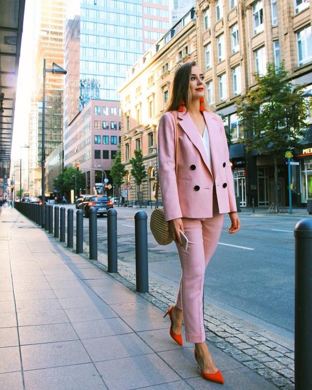 Mode 2021 Business Frauen Hosenanzug de Bijenkorf auf Modeblog Frankfurt München