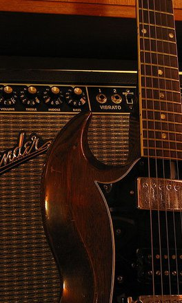 Fender_Twin_Reverb_with_Gibson_SG