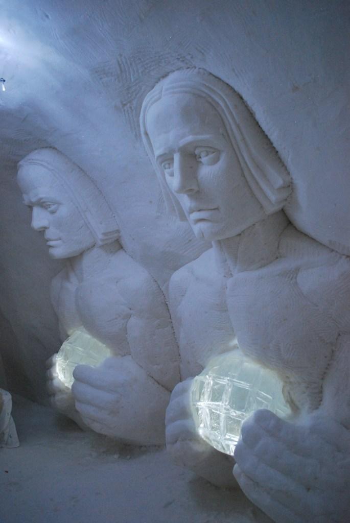 Veturimiehet vartioivat öistä nukkujaa Kemin LumiLinnassa