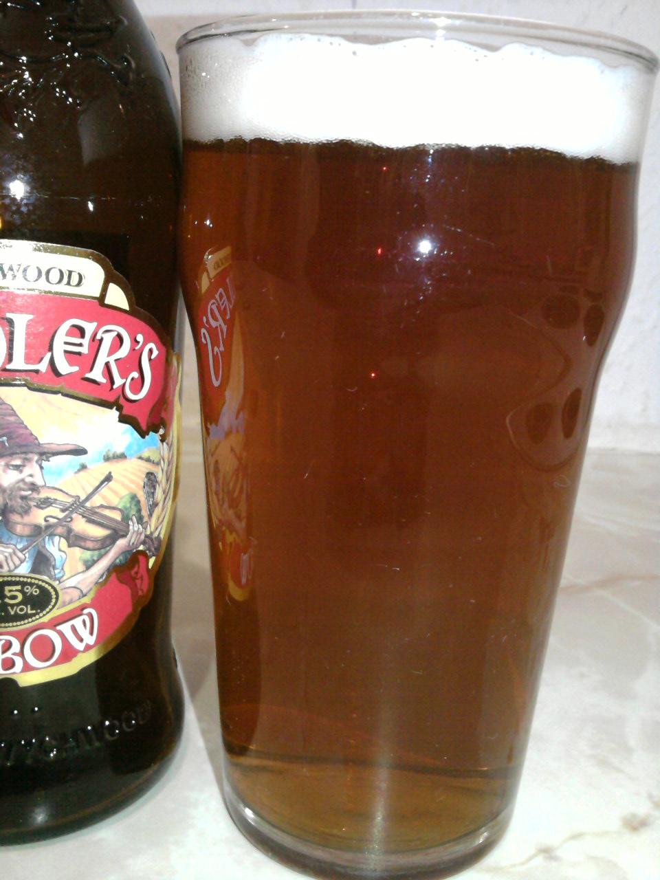 Wychwood Fiddler's Elbow poured into a glass