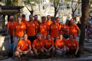 Op de foto: het HZ&PC Masterszwemteam tijdens de Europese kampioenschappen Masterszwemmen 2009 in Cadiz (Spanje).