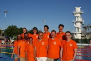 Op de foto: het HZ&PC Masterszwemteam tijdens de Wereldkampioenschappen Masterszwemmen 2012 in Riccione (Italie)