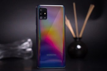 Cheaper Galaxy devices sustained Samsung sales - Apple's iPhone accounted for almost half of US smartphone shipments in Q2