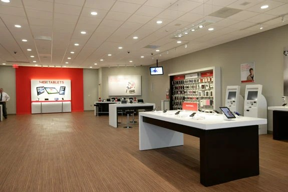 Verizon Concept Store Is Very Applesque