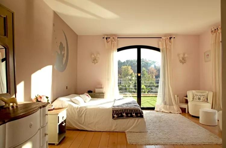 Une Chambre De Fille Rose Ple Et Blanc Cass
